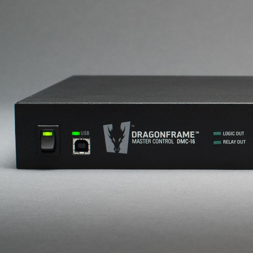 DMC-16 Logo Power USB close up